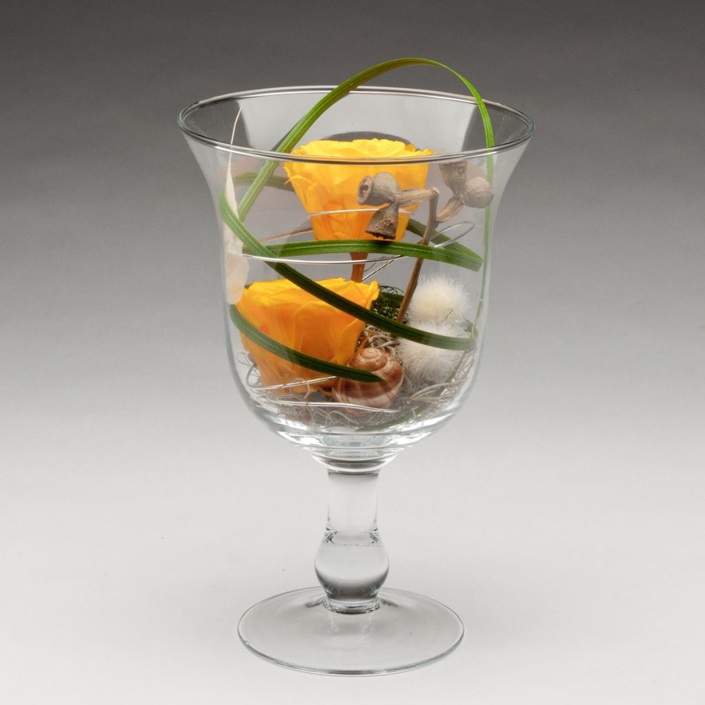 Glaspokal mit 2 haltbaren Infinity-Rosen
